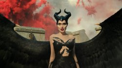 """Maleficent: Mistress of Evil"" rrëzon nga froni filmin ""Joker"""