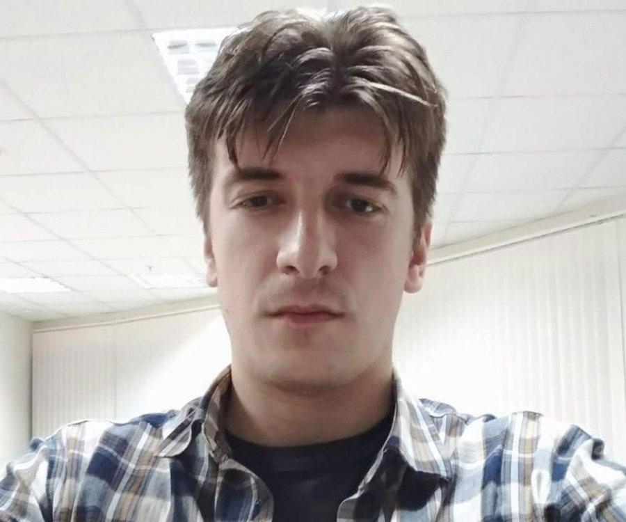 """Vdekja misterioze e gazetarit rus, """"zyrtarë të sigurisë me maska më kanë rrethuar"""""""