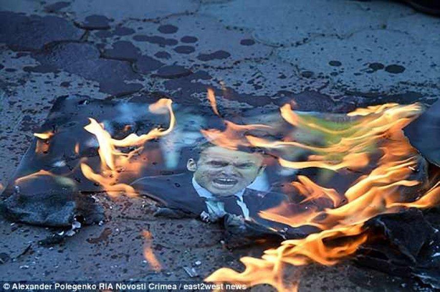 """Në Krime i vihet """"zjarri"""" Trumpit, Mayt dhe Macronit"""