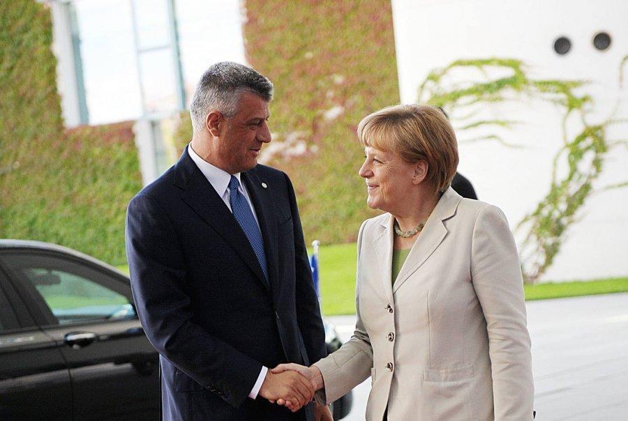 Thaçi flet me Merkelin për normalizimin e marrëdhënieve Kosovë - Serbi
