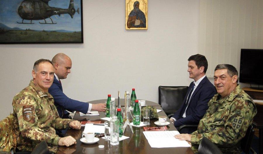 KFOR me Ushtrinë e Serbisë shqyrtojnë situatën e sigurisë në Kosovë