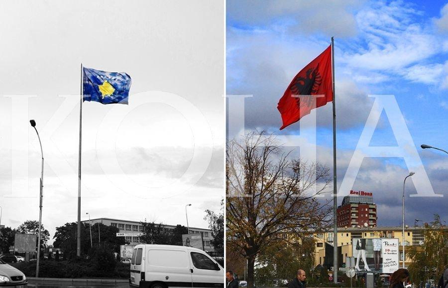 """Rikthehet flamuri i Kosovës përkrah atij kombëtar """"Te Rrethi"""""""