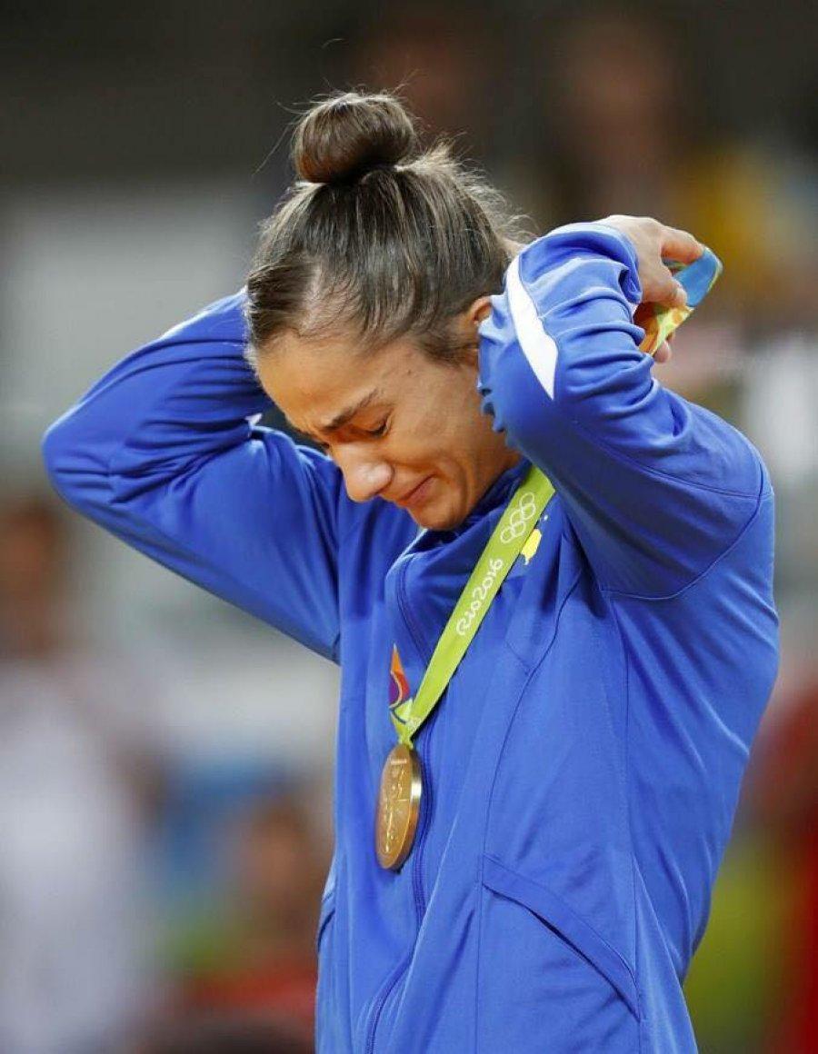 kuka-lotet-e-medaljes-se-arte-olimpike-lot-per-te-ngrohur-zemrat-e-popullit-tim