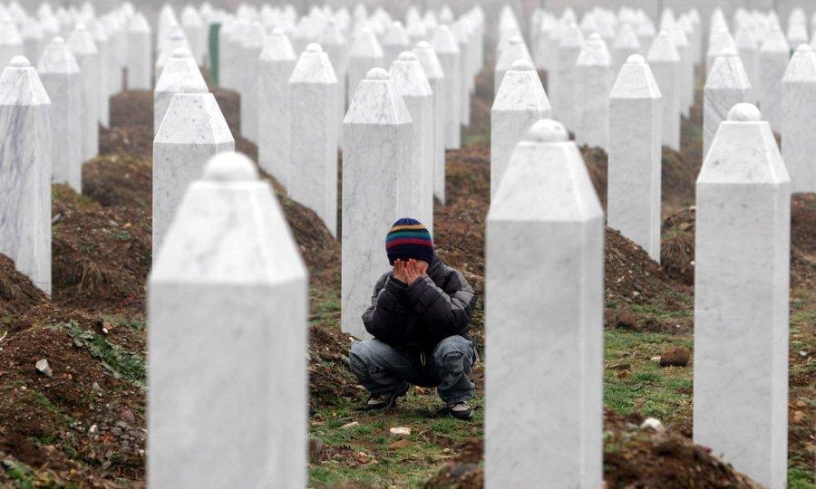 Pompeo: Gjenocidi në Srebrenicë nuk duhet të mohohet e as të harrohet
