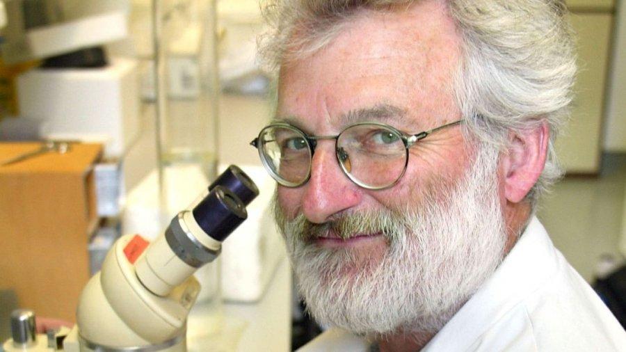 Vdes John Sulston, fituesi i Çmimit Nobel për Mjekësi