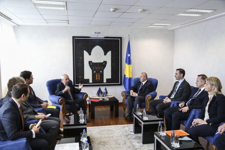 Një gjerman ndërmjetëson në kontestin e energjisë elektrike Kosovë - Serbi
