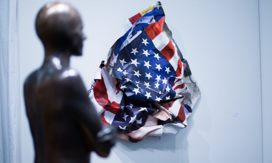 """""""Armory Show"""" me artin që godet politikën"""