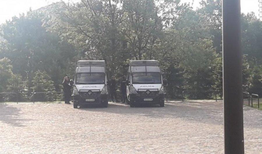 Sofja kthehet në kështjellë, mijëra policë për t'i mbrojtur liderët